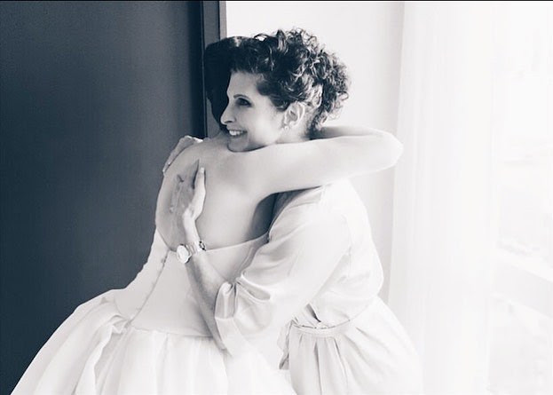 wedding-hair-updo-hairstyles-curly-weddingday-mother-daughter