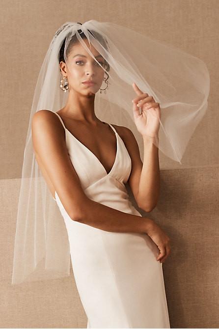 Curly-Veil-fingertipveil-updo-messy-bride-beauty-wedding