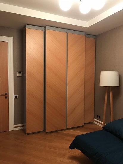 Платяной шкаф в комнате