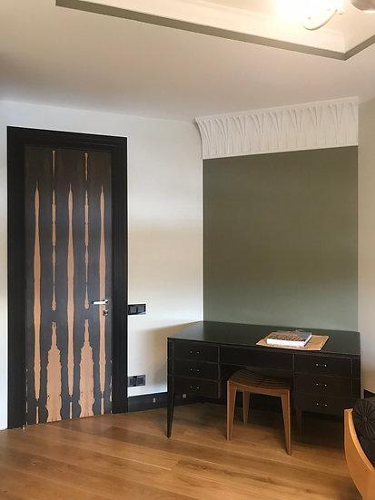 Дверь в современном стиле с элементами арт-деко