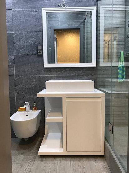 Тумба и заркало в ванной комнате