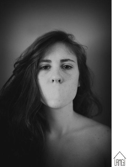 -ALBA MOZAS-    PASIÓN…0% Cargando, 2016    Fotografía sobre Papel Kodak    Dimensiones: 150x100 cm