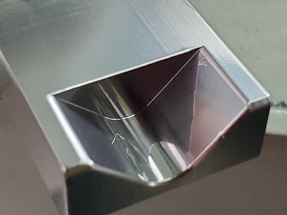 バフ研磨等で磨き辛かった複雑形状・R部の鏡面ショット加工