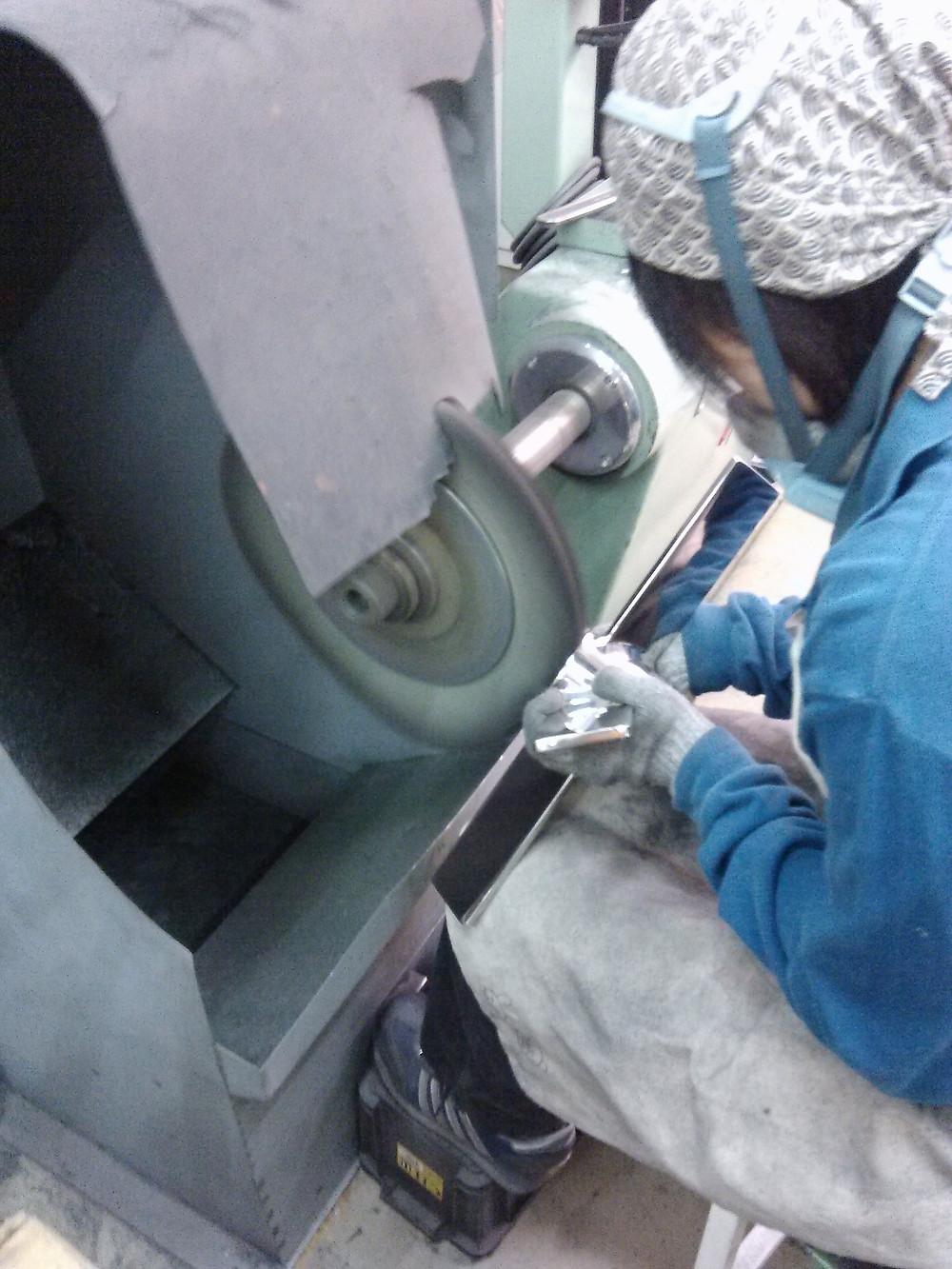 バフ研磨・鏡面研磨・サンドブラストは、 大阪の【株式会社 旭研磨工業所】 バフ研磨加工