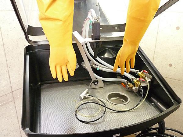 株式会社旭研磨工業所のウエットブラスト機