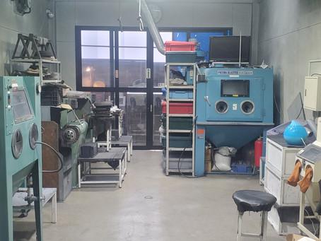 隅々まで掃除しキレイな工場を維持してます。