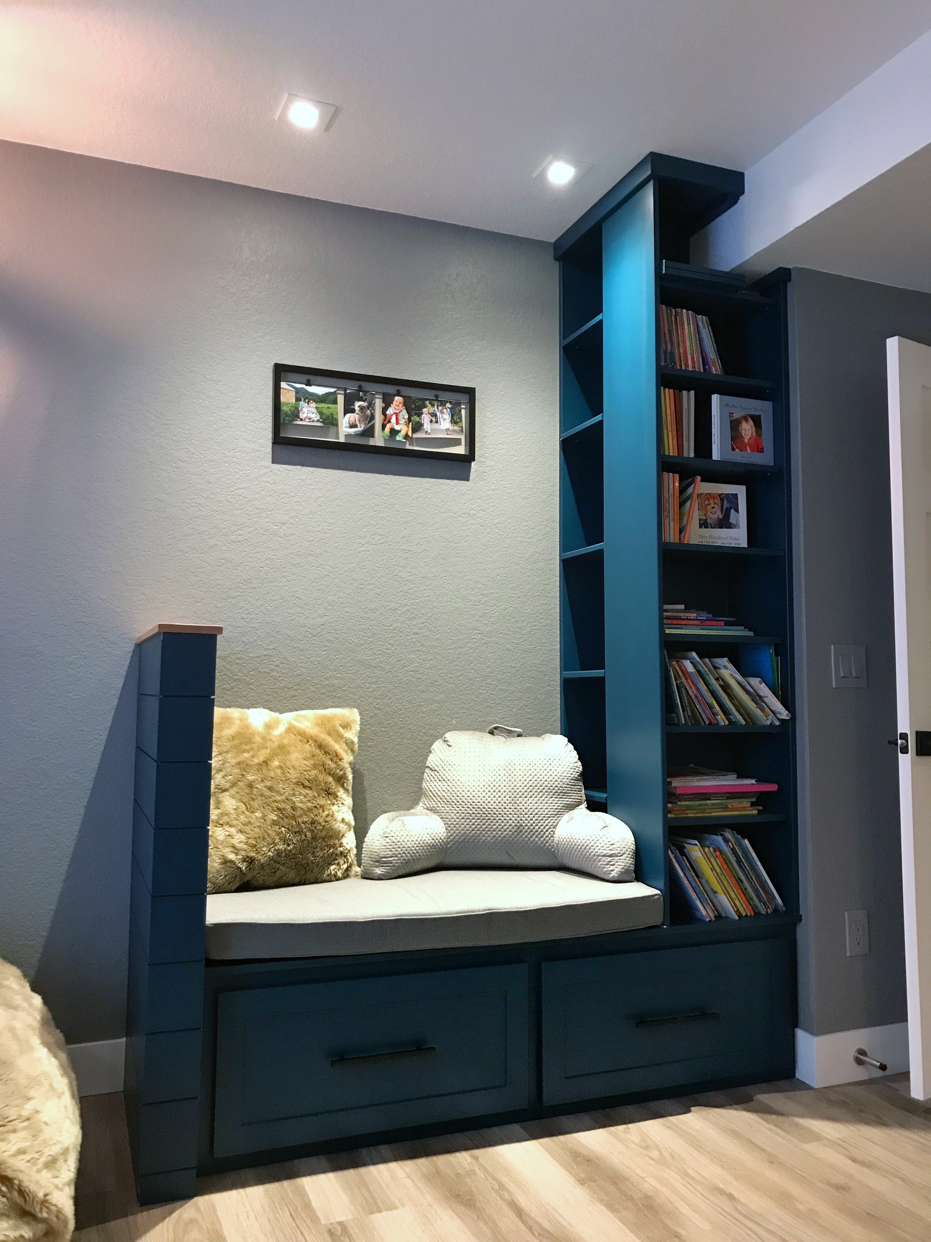 Reading nook + Bookshelves