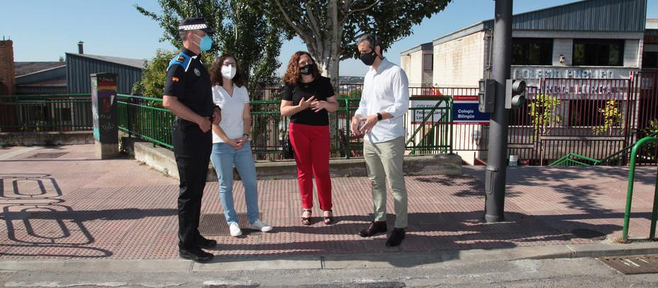 Alcobendas inicia una campaña para reforzar la seguridad en los pasos de peatones de los colegios