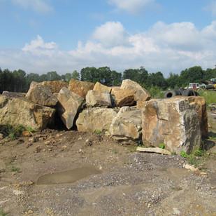 Výběr kamenů a megalitů v lomu