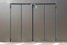 Fassadentore: SCHNEIDER Falttor AL602F Robust, Bautiefe 60mm, bestückt mit Fassadenplatten