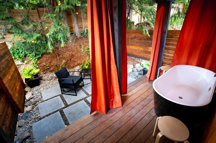 cottage 4 bath tub patio