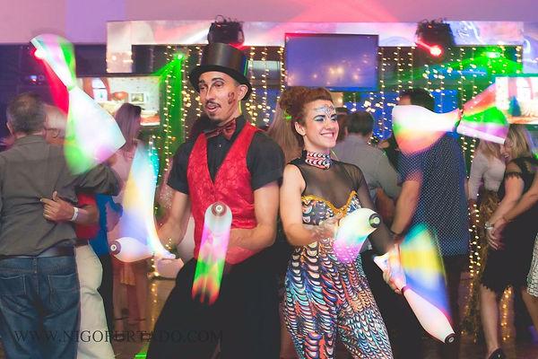 malabaristas-luzes-festa-de-confraternização.jpg
