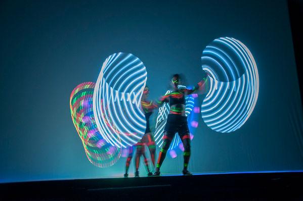 dancarinas-neon-performance-abertura-premiacao.jpg