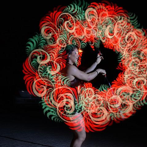 performance-desenha-logos-luzes-eventos.