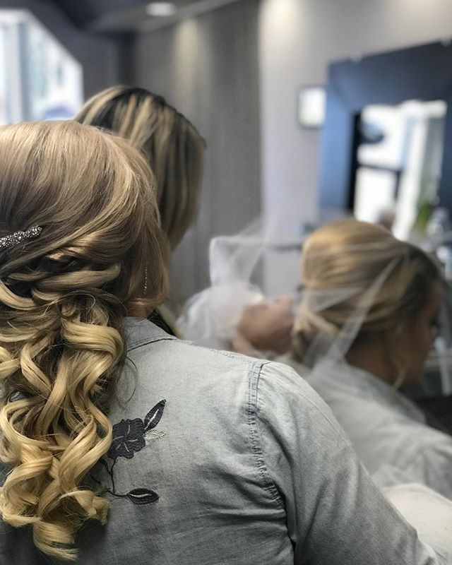 A Beautiful moment with the bride & mother of the bride ❤️ Hair done by _tararoberto _#wedding #brid
