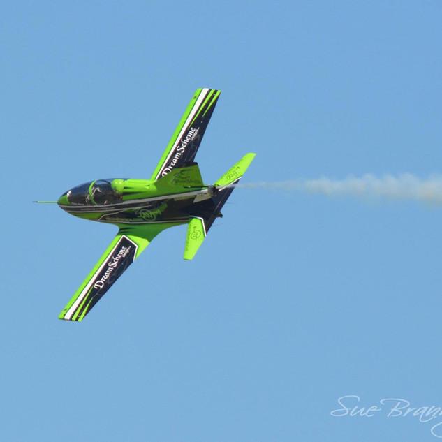 jet in sky 2.jpg