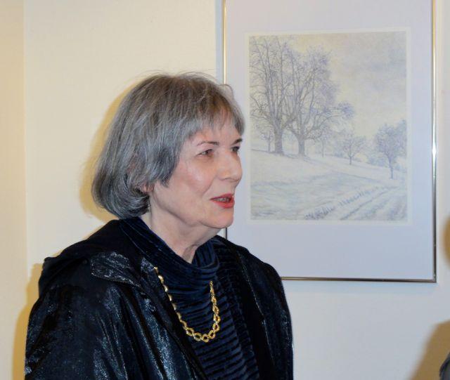Christina Blatter mit Leerholzbild