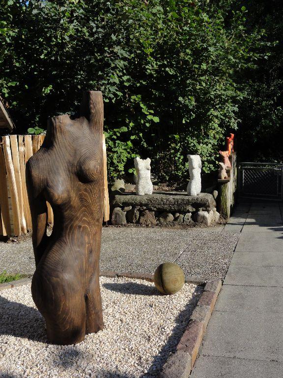 Ruschy, Holz und Stein