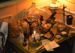CHEMIST'S TABLE DETAIL