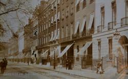 LONDON TOWNHOUSE, CIRCA 1880