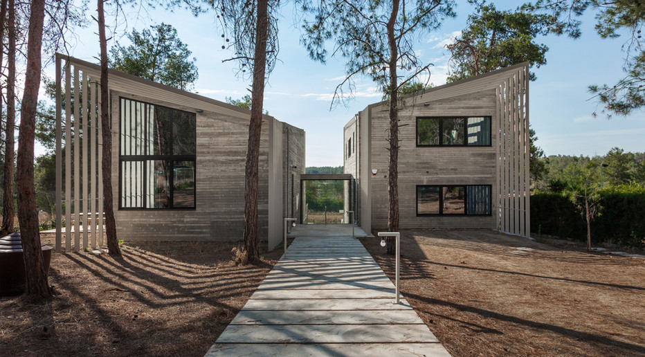 architectural connection between the insid and outdoors space