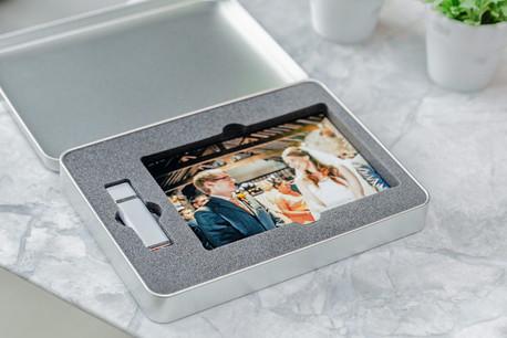 "Metal USB Tin 8GB/16GB Plus 6""X4"" Prints"