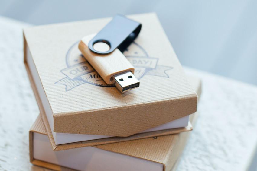 Vintage Snap Box USB