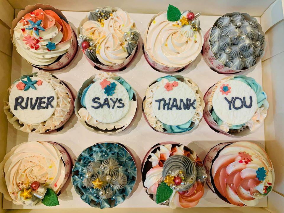 Không chỉ hấp dẫn mà còn ý nghĩa với những lời cảm ơn bên trên chiếc bánh chuẩn bị chu đáo
