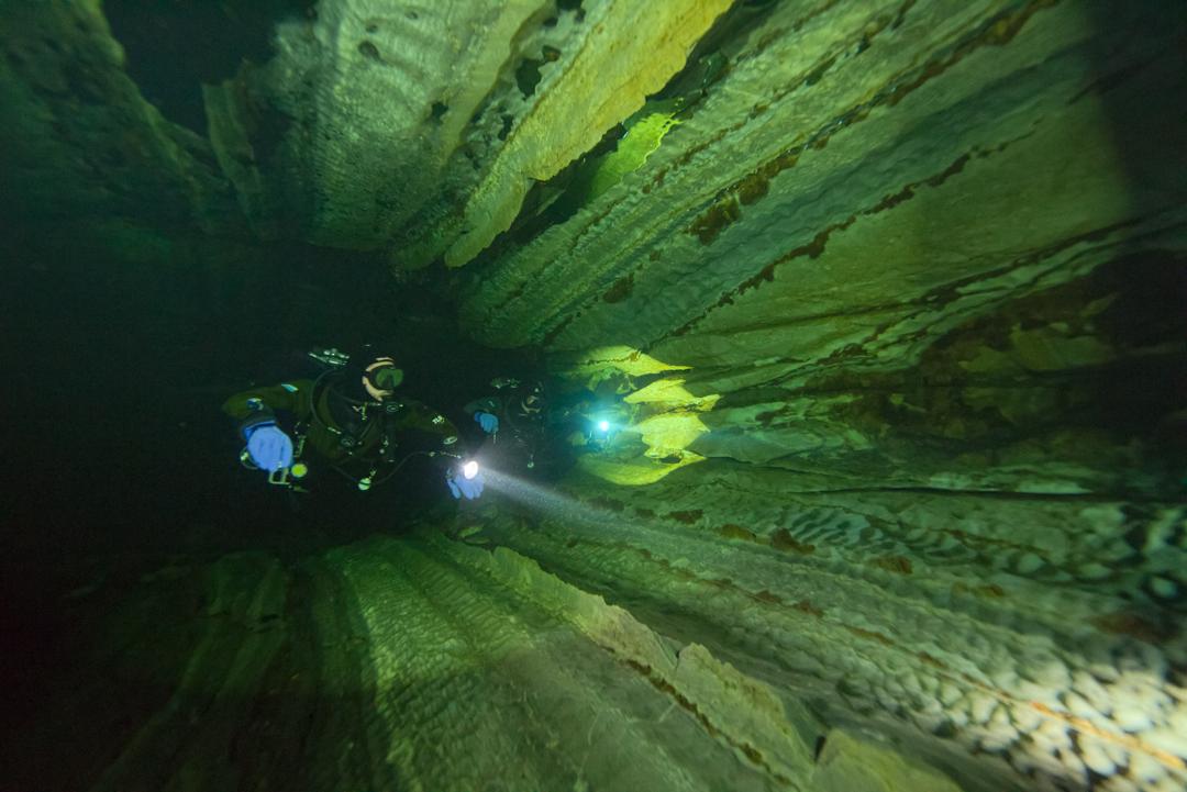 Nomash River Cave, Sharp Angles