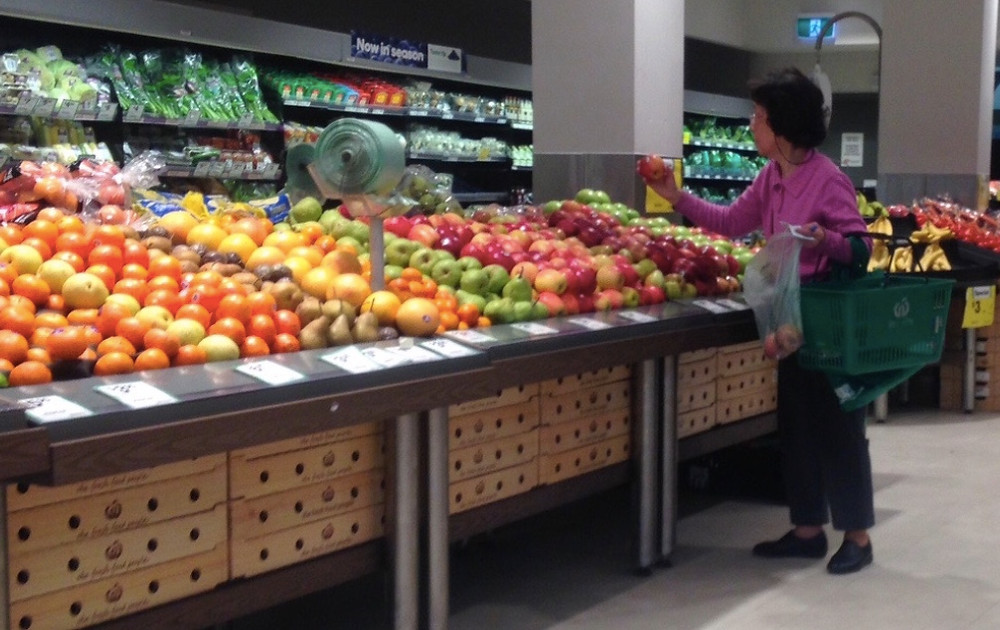 In-store shopping lets you see exactly what you buy. (Source: Woolworths, Glenferrie).