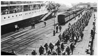 Victorian infantry embarking on HMAT Hororata (A20), at Station Pier, Port Melbourne, 1914. At left is HMAT Orvieto. Reprinted courtesy of the Australian War Memorial.