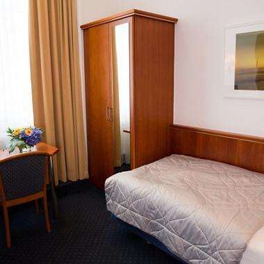 EZ_ZIMMER26_Hotel_Cornelius_Luisenstrass
