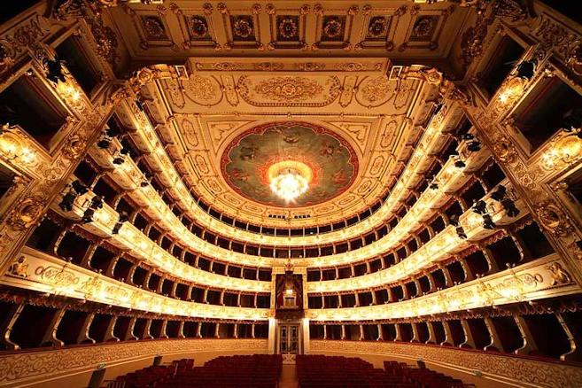 Teatro-regio.jpg