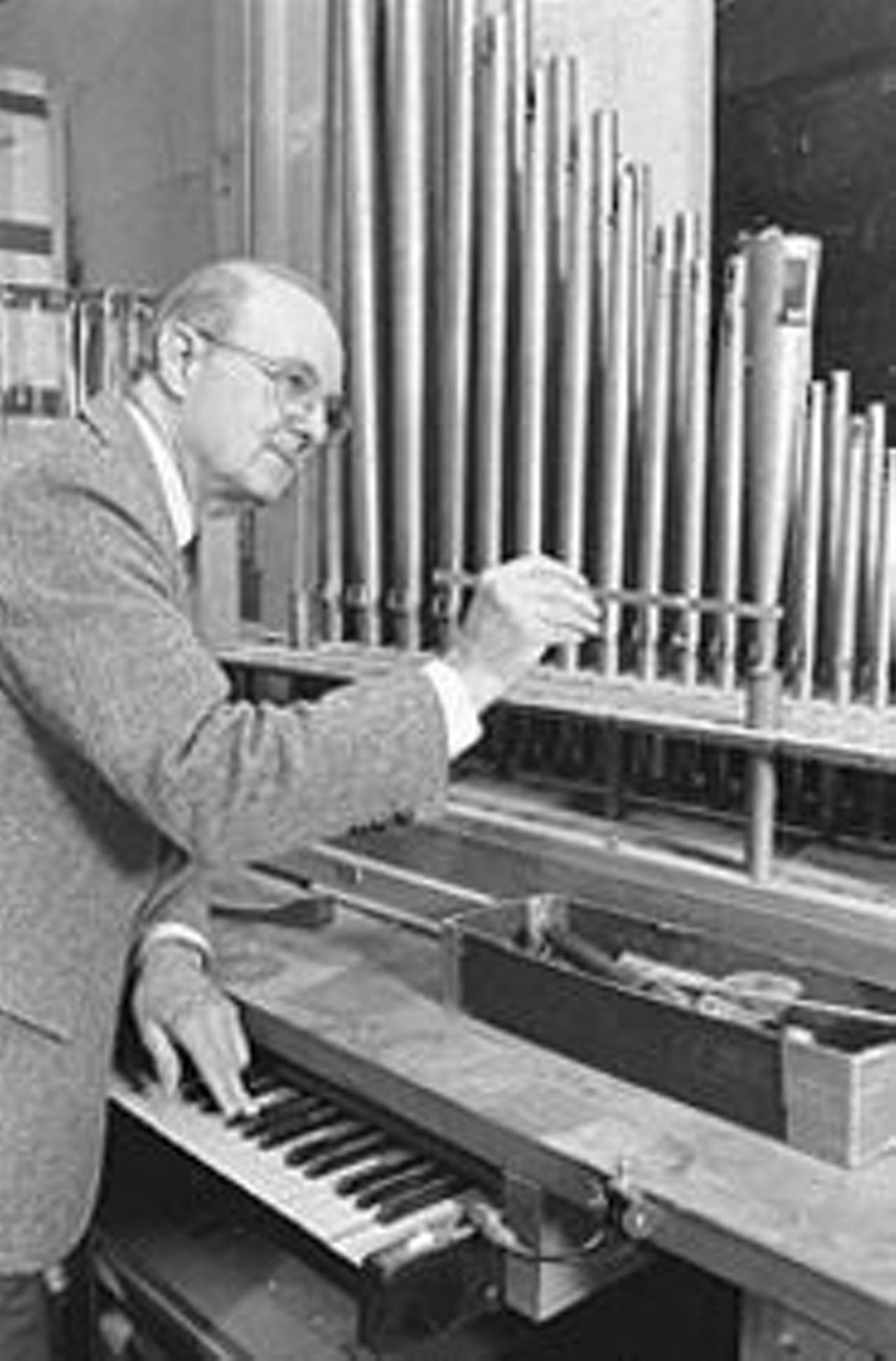 Organ builder