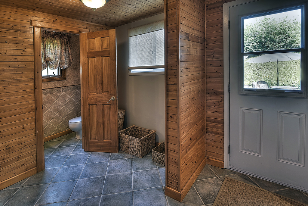 Country Court 25-mudroom