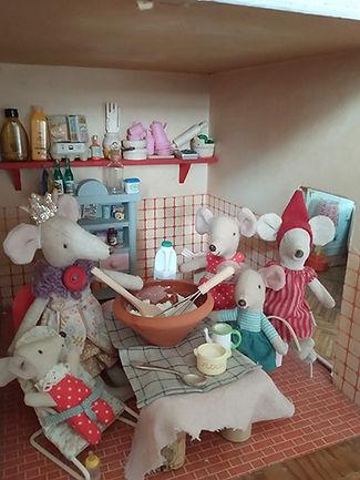 mice-hidey.jpg
