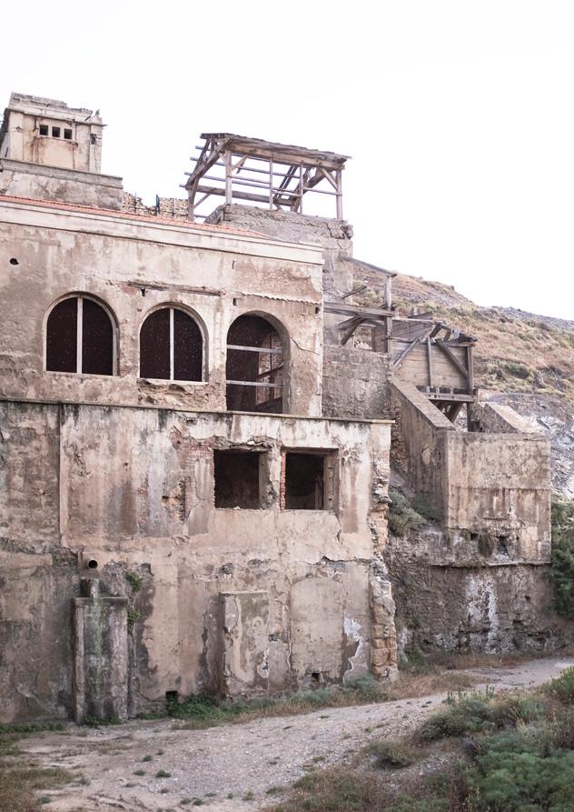 Laveria building ruin.jpg