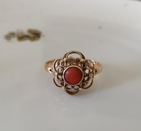 טבעת פרח וקורל