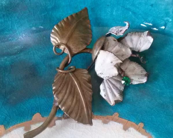 פרח אמייל לבן