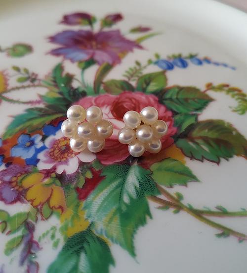 עגילי פרח פנינים וזהב