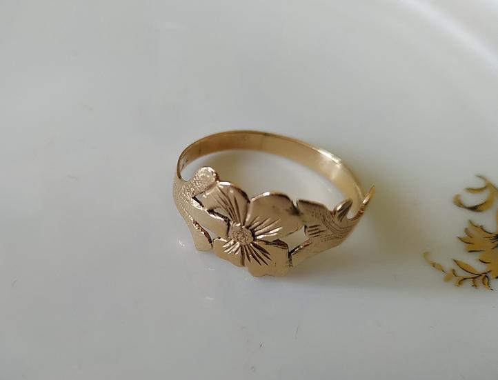 טבעת זהב בדוגמת פרחים