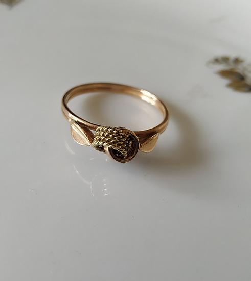 טבעת זהב קשר