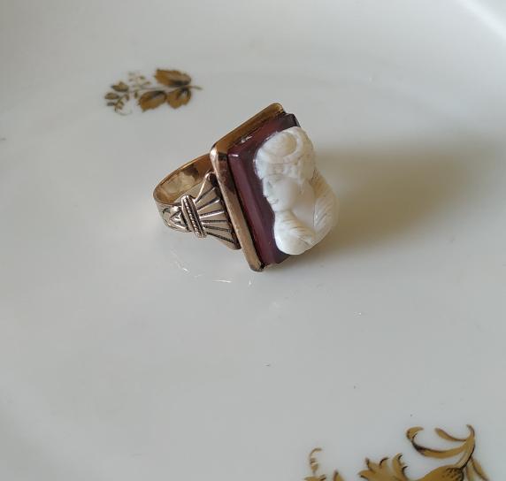 טבעת זהב וקמיאו אגת
