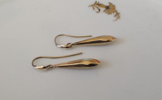 עגילי זהב מאורכים בצורת טיפה