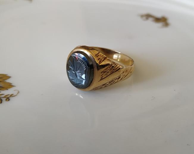 טבעת זהב לגבר משובצת פיריט חרוטה