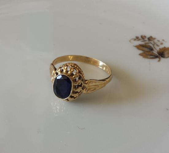 טבעת זהב וספיר