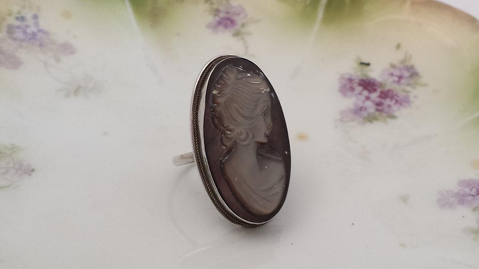 טבעת כסף וקמיאו מאם הפנינה