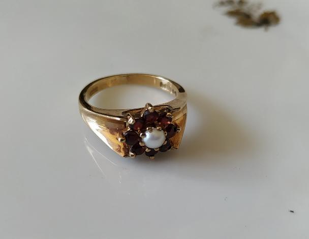 טבעת זהב גרנטים ופנינה