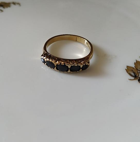 טבעת זהב ו-5 ספירים