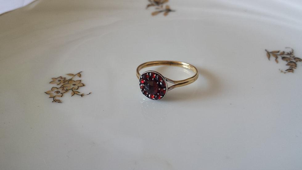 טבעת זהב כסף וגרנטים